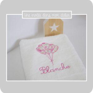 serviette de toilette-personnalisée-cadeau de naissance-Liberty-félicité