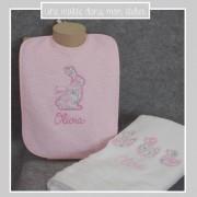 Coffret-cadeau de naissance-personnalisé-bavoir-serviette de toilette-Liberty-Félicité dragée