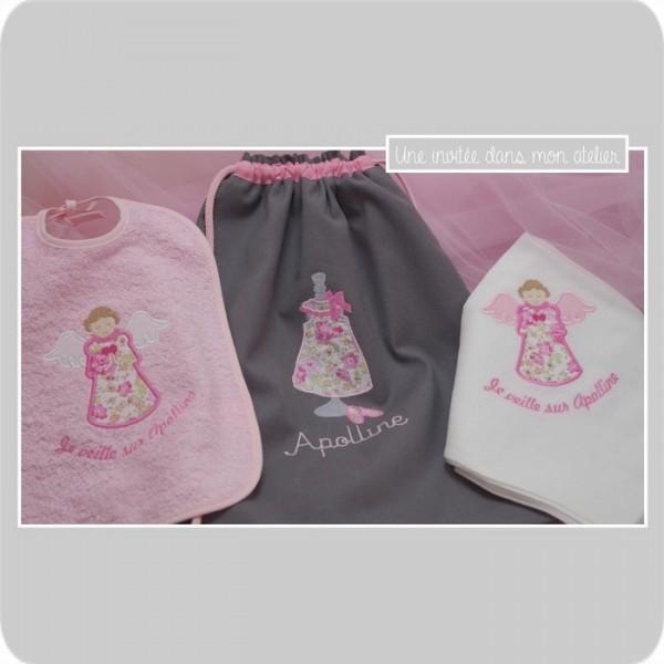 coffret cadeau de naissance-bavoir-lange-sac à dos-Liberty Félicité rose