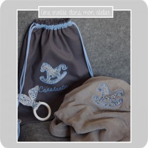 coffret cadeau de naissance-sac à dos personnalisé-couverture personnalisée-Liberty adelajda bleu-une invitée dans mon atelier