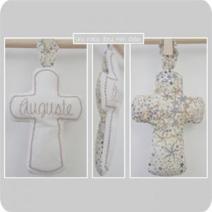 croix en tissu-cadeau de baptême-Liberty- adelajda beige