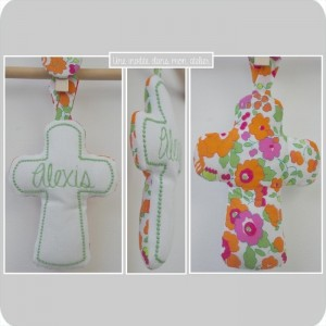 croix en tissu-cadeau de baptême-Liberty- betsy orange