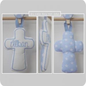 croix en tissu-cadeau de baptême-tissu étoiles