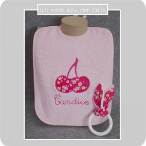 coffret-cadeau de naissance-bavoir-personnalisé-Liberty-mitis rose-une invitée dans mon atelier