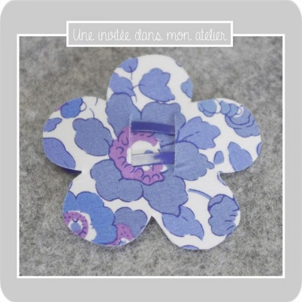 barrette-ou-elastique-fleur-liberty-betsy-new-blue