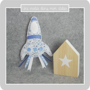 doudou-fusée-rubans-Liberty-adelajda bleu
