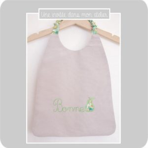 bavoir-élastique-Liberty-betsy vert-bonne poire